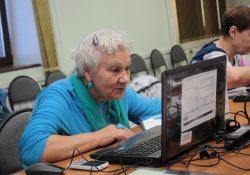 В Мурманске поздравили выпускников проекта «Активное долголетие с «Ростелекомом»