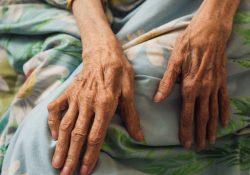 7 советов для тех, кто ухаживает за больным близким дома
